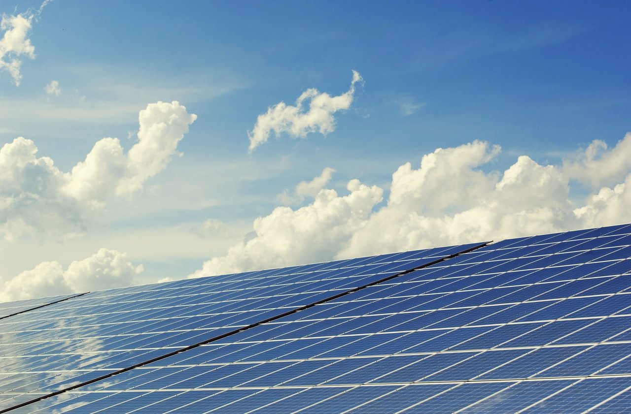 zonne-energie opvangen met panelen